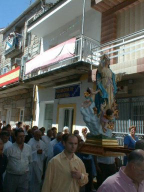 A statue carried through Laxe